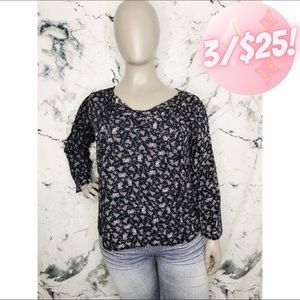 💖3/$25💖Suzanne Betro Floral Long Sleeve Blouse